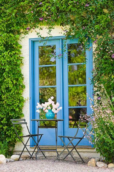 blue door and ivy