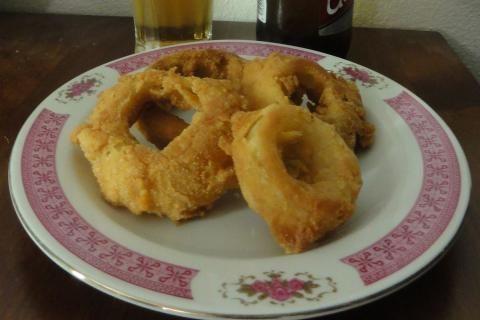 Jak na křupavé smažené cibulové kroužky | recept
