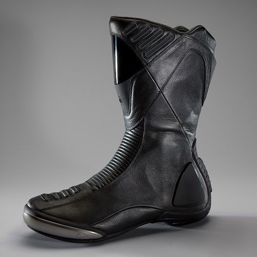 boots, futuristic look, future fashion, cyber boots, cyberpunk, cyber style, cyber look, design, futuristic design, moto boots, vitessemoto by Arianna Buffa