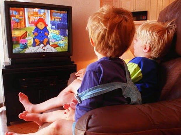 Μικρή Αγκαλιά: Το παιδί μου βλέπει συνέχεια τηλεόραση. Να ανησυχή...
