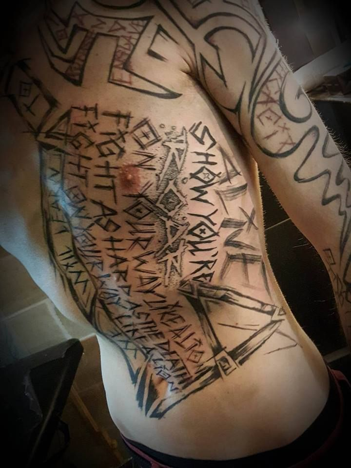 Tattoo by Endhovian tattoo artist in Paris fr #tattoo #endhovian #matierenoiretattoo #matierenoire #paris #france