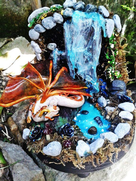 Guarda questo articolo nel mio negozio Etsy https://www.etsy.com/it/listing/293826659/drago-delle-rocce  #drago #etna #rocce #acqua #luminescente #glowinthedark #water #dragon #polymerclay #handmade