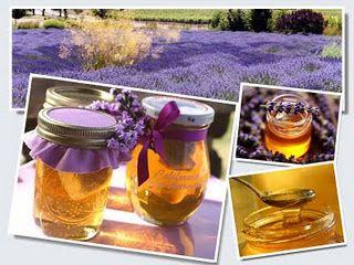 Levanduľový med/sirup/ -50 dkg levanduľové vetvičky ( kvety)  1 - 2 kg cukor kryštál  3/4 - 1 l voda  3 ks celá škorica  3 ks citrón Vetvičky opláchneme a dáme do hrnčeka s vodou, pridáme dobre umyté a pokrájané citróny a škoricu. Privedieme vodu k bodu varu a varíme cca 15 minút. Necháme vylúhovať 24 hodín.  Druhý deň scedíme a opäť privedieme do varu a za stáleho miešania pridáme cukor varíme do požadovanej hustoty.  Horúci levanduľový sirup plníme do sklenených nádob, zatvoríme a hotovo.