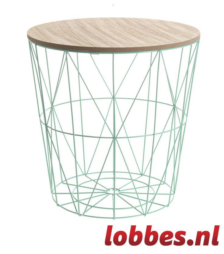 Metalen mand met houten plaat welke je gemakkelijk op de mand kunt plaatsen. Hierdoor tover je de mand gemakkelijk om in een handig bijzettafeltje.