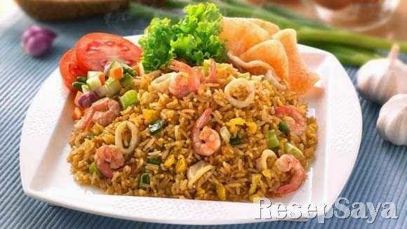 Resep Cara Membuat Nasi Goreng Seafood Lezat - Sekarang ini banyak orang yang menyukai nasi goreng. Hal tersebut dikarenakan membuat nasi goreng sangat mudah. Salah satu varian nasi goreng yang disukai adalah Nasi Goreng Seafood. Sama dengan jenis nasi goreng yang lain untuk membuat Nasi Goreng Seafood Anda tidak akan kesulitan. Itu dikarenakan bahan dan bumbu Nasi Goreng Seafood sangat mudah untuk Anda dapatkan.  #Resep #Cara_Membuat #Nasi_Goreng