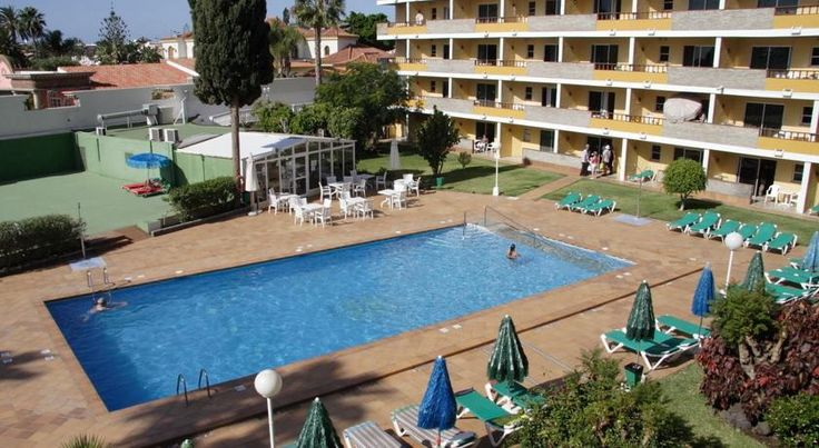 Apartamentos Los Tilos Playa del Ingles Apartamentos Los Tilos are ideally placed in the centre of Playa del Inglés, near the Yumbo Shopping Centre. The complex has outdoor swimming pools, gardens and a sun terrace.  Los Tilos is set a just short walk from the beach.
