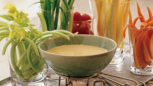 Beer-Cheese Dip: Delight Dips, Red Peppers, Red Pepper Sauce, Beer Chee Dips, Dips Recipe, Sauces Dresses, Peppers Sauces, Preparation Cheese, Beer Cheese Dips