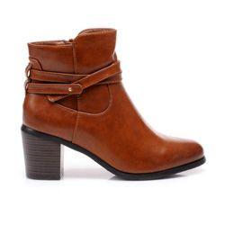 Elegantní a stabilní boty pro ženy stabilní paty, připomínající ze dřeva. Nadčasové nosy ve světle Spitz. Na vnitřní straně jezdce. Na vrcholu krychle zdobené pruhy jsou tenké. boty můžete nosit každý den a v noci. Heel: 7 cm výška Hřídel: 9,5-10,5cm (, v závislosti na velikosti) Šířka horní: 24 až 26 cm (. v závislosti na velikosti) Materiál: koženka http://cosmopolitus.eu/product-cze-32062-Elegantni-a-stabilni-boty-pro-zeny.html #damske #boty #podzimní #boty #boty #pohodlne #praktic