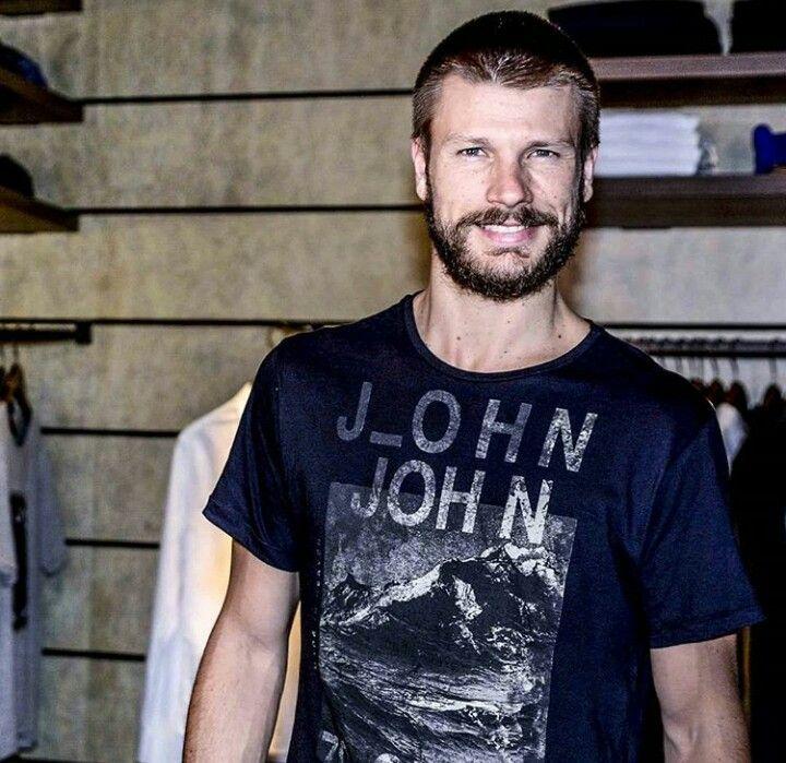 Rodrigo Hilbert no Lançamento Coleção John John #EMBREVENADONAIRE