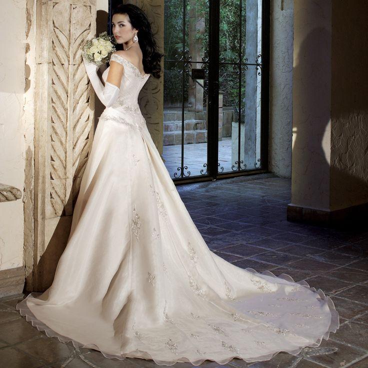 DEAR DRESS 東京・自由が丘 ウエディングドレスサロン 販売・レンタル【ディアドレス】クラシカルで美しいウエディングドレスもゆったり2週間レンタル。和装(白無垢・打掛)セットのレンタルプランも人気!厳選されたアメリカンインポートドレスで最高の一日を。