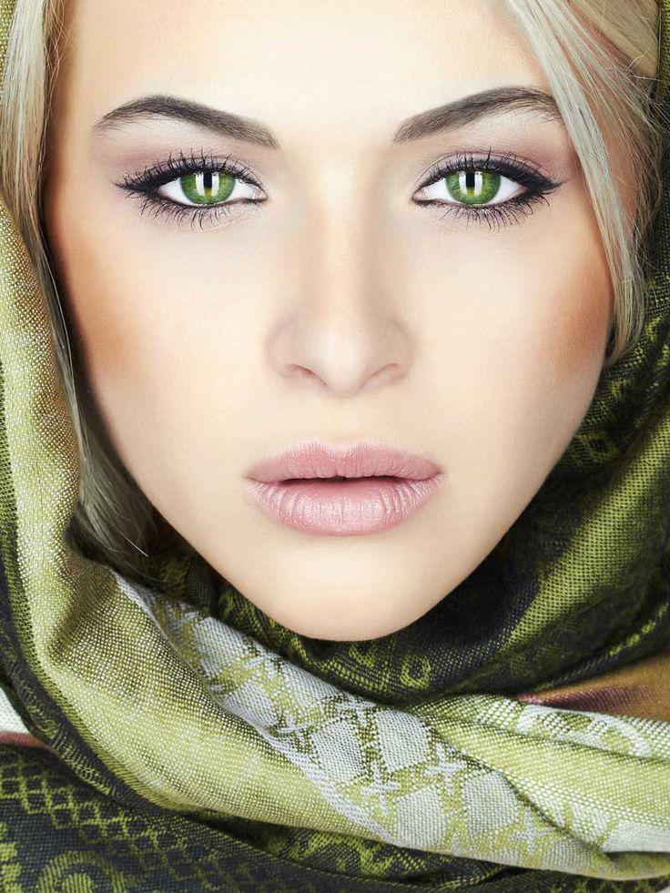 Как отбелить белок глаз на фотографии