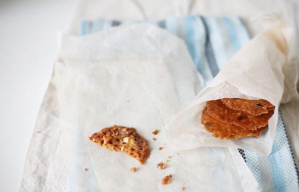 В дождливую осеннюю погоду предлагаю печь эти печенья. Они чем-то напоминают осенние листочки. Делаются не слишком просто, но вкусом обладают волшебным и…