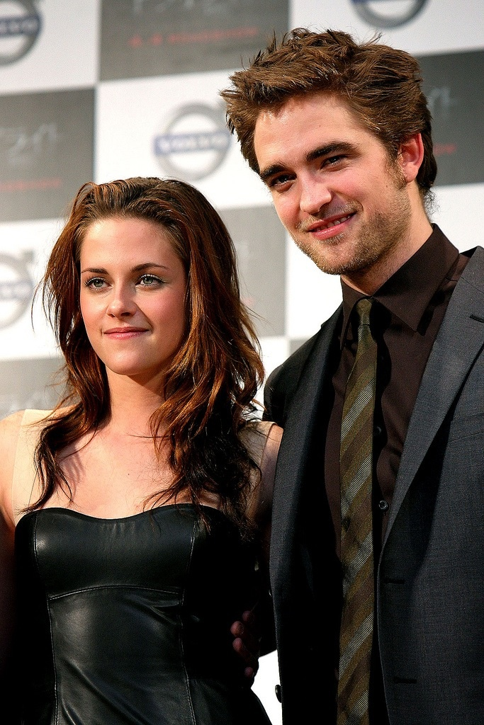 edward and bella in real life dating