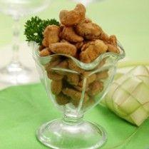KACANG MEDE BAWANG KEJU http://www.sajiansedap.com/mobile/detail/1142/kacang-mede-bawang-keju