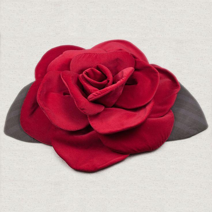 Rosa di straordinaria bellezza perfetta per l'arredamento. La sua grandezza (50 cm circa) la rende adatta a diventare un centro tavola, un cuscino, una decorazione per la testata del letto