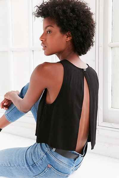 Backless shell tank top in textural linen from BDG. Sleeveless + slightly cropped in a boxy swing fit with a crew neck + button-topped split back.