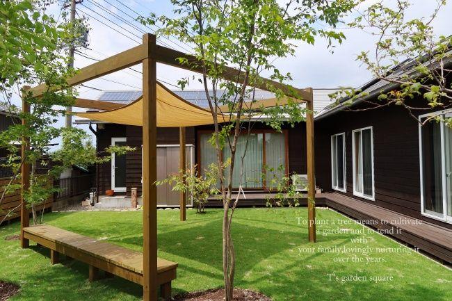 芝庭bbqシェードセイルで熱さ対策 避暑地の庭を家庭に 芝庭 パーゴラ パティオ