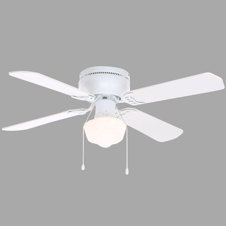 white ceiling fan in room. indoor white ceiling fan with light kit in room