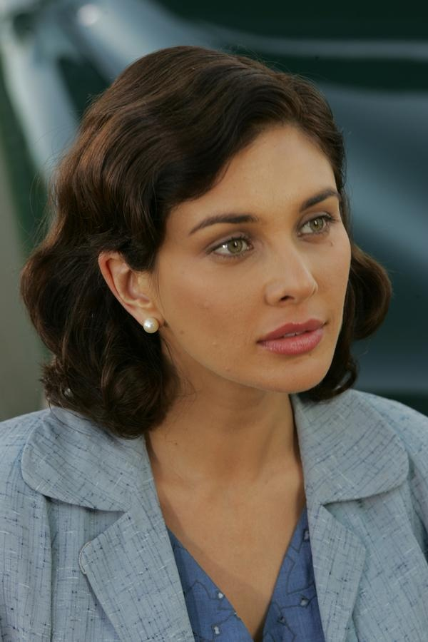Canadian model/actress/tv host/cancer survivor Lisa Ray <3