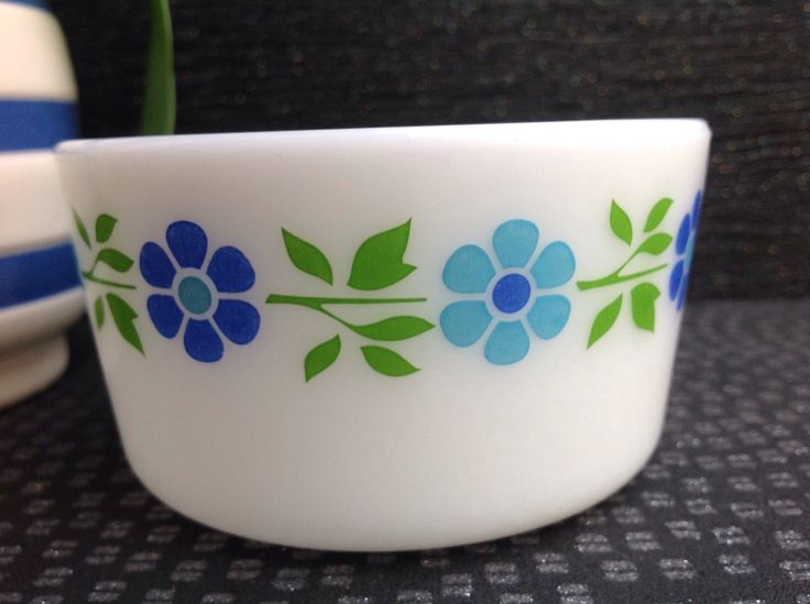 1963 Blueband Daisy Promotional Pyrex rare and pretty ( no lid ) small butter dish by Onmykitchentable on Etsy https://www.etsy.com/listing/233052994/1963-blueband-daisy-promotional-pyrex