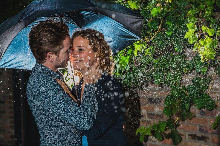 Love shoot with artificial rain :-) Picture taken by FOTOZEE strobist strobes flashes rain portrait portret regen flitsers loveshoot