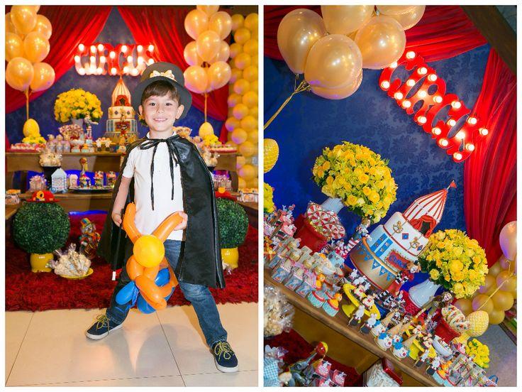 Gustavo vestido de mágico na festa circo vintage