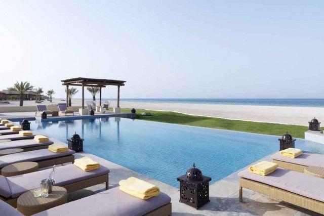 ANANTARA AL-YAMM (EMIRATI ARABI UNITI) – Tra le destinazioni più in crescita negli ultimi anni c'è Abu Dhabi. La perla degli Uae vanta strutture lussuose come questo resort con piscine direttamente sulla spiaggia, perfette per chi vuole stare in acqua a due passi dalla camera da letto. Info: al-yamm.anantara.com