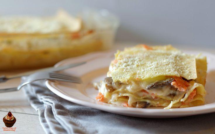 Lasagne con funghi e salmone: una versione originale e gustosissima di uno dei grandi classici della nostra cucina. Semplicissime da preparare!