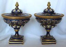 Buen Par De XIX siglo francés SEVRES Porcelana urnas
