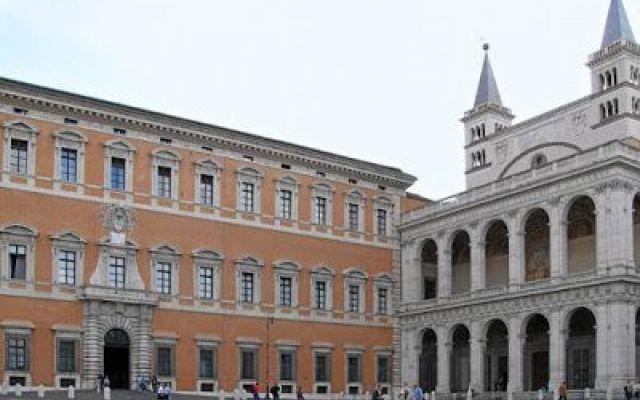 Dante e Roma: Bonifacio VIII, la Rosa dei Beati e il Laterano! Anticamente, il Laterano era un'area di Roma che l'Imperatore Costantino destinò alla Chiesa e che da quel momento divenne la sede del pontefice fino a quando, in seguito alla cattività avignonese (1