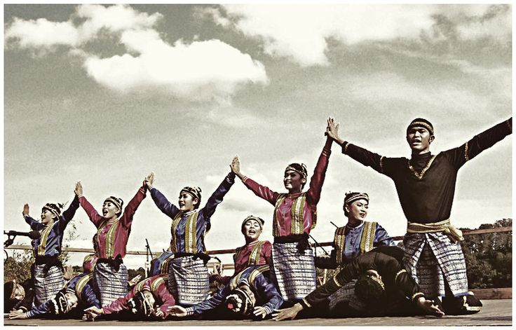 Saman Traditional Dance, Aceh.