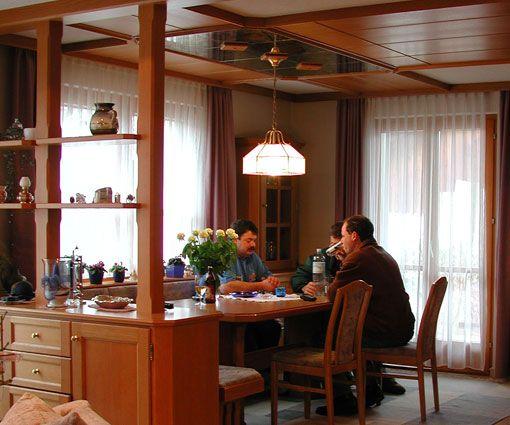 Zona de office reaizada a medida en una cocina por Alpis, carpinteria en madera en Madrid