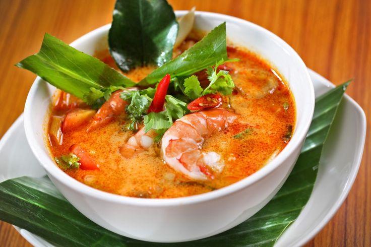 Tom yum goong ต้มยำกุ้ง (prawn soup with lemongrass)