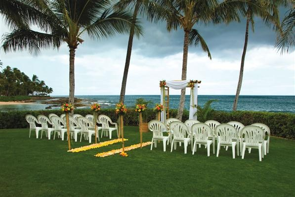Paradise Cove - Ocean Gardens at Ko'Olina is a great location for a outdoor wedding setting with the sunset on the beach side.