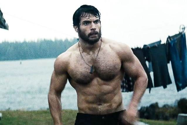 Henry Cavill's Man of Steel Workout. Wide lats, big upper chest, round shoulders, small waist. Heavy weighted chinups, incline bench press, shoulder press & lateral raises.