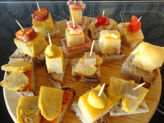 Pintxos variados de tortilla Ver receta: http://www.mis-recetas.org/recetas/show/43004-pintxos-variados-de-tortilla