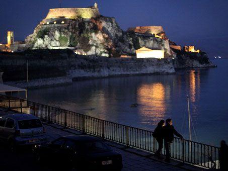Corfu Night. Corfu travel guide by Corfu2travel.com