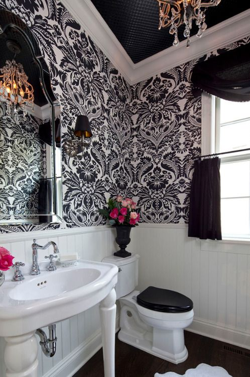 Love This Bathroom I M Not Too Huge On The Wall Paper
