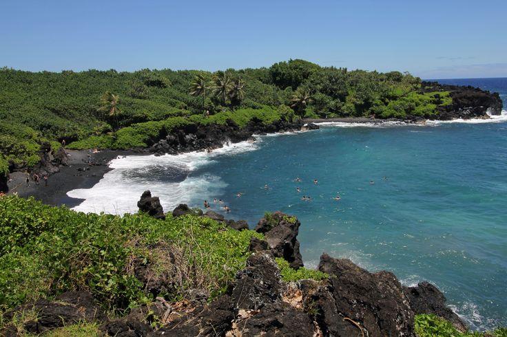 Maui, Havaiji. Wai'anapanapa Beach. Ranta  tunnetaan myös nimellä Pa'iloa Beach.