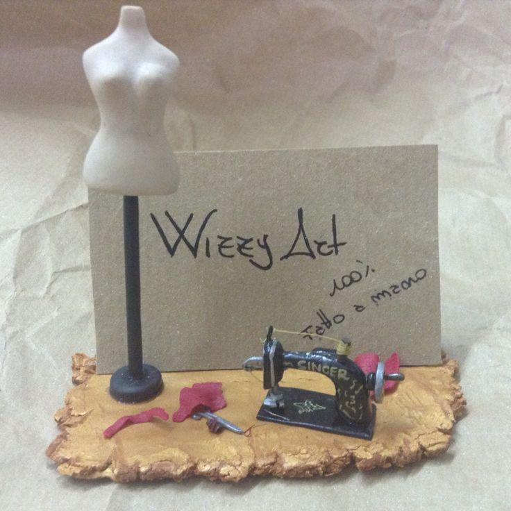 Porta biglietti da visita fatti a mano / handmade business card stand. Miniature: singer, manichino, sartoria. Wizzy Art di Tiziana Candito  Polymer clay, fimo handmade