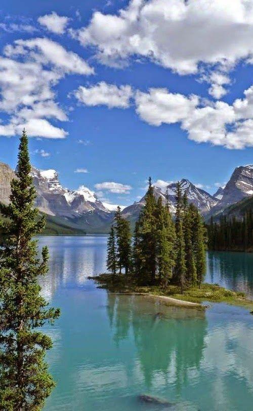 maligne lake and spirit island canada