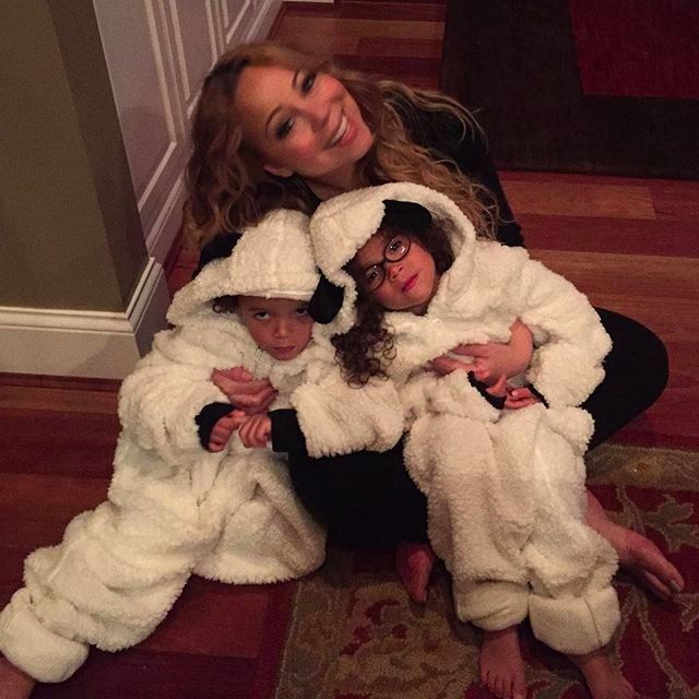 Pin for Later: Mariah Carey Celebrates the Fall Season With Her Adorable Twins