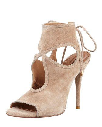 €508, Bottines en daim découpées blanches Aquazzura. De Neiman Marcus. Cliquez ici pour plus d'informations: https://lookastic.com/women/shop_items/118813/redirect