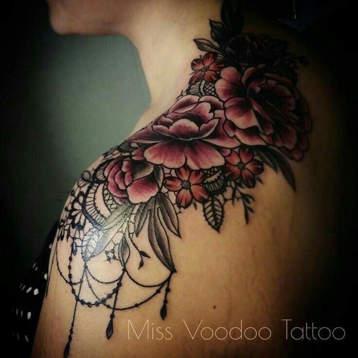 Tatoeage bloemen / schouder/nek