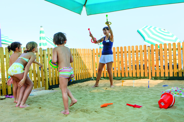 I tuoi bambini potranno giocare sulla nostra #spiaggia privata, in tutta sicurezza. Your children will be able to play under the #sun, completely safe :)