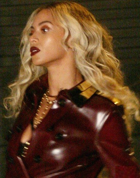 beyonce wearing fisher jewelry stop it right now