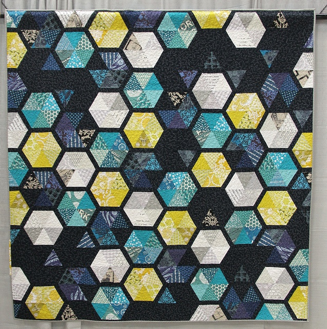From the colors to the pattern, I love everything about this quilt! Honey in Space Made and Quilted by Elizabeth Hartman