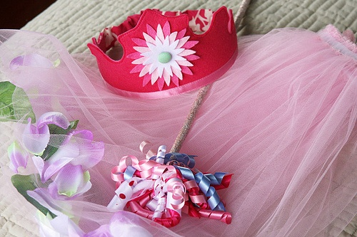 Fairy crown, wand and skirt by Hazelnutgirl, via Flickr