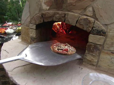How to Build an Outdoor Pizza Oven : Outdoors : Home & Garden Television