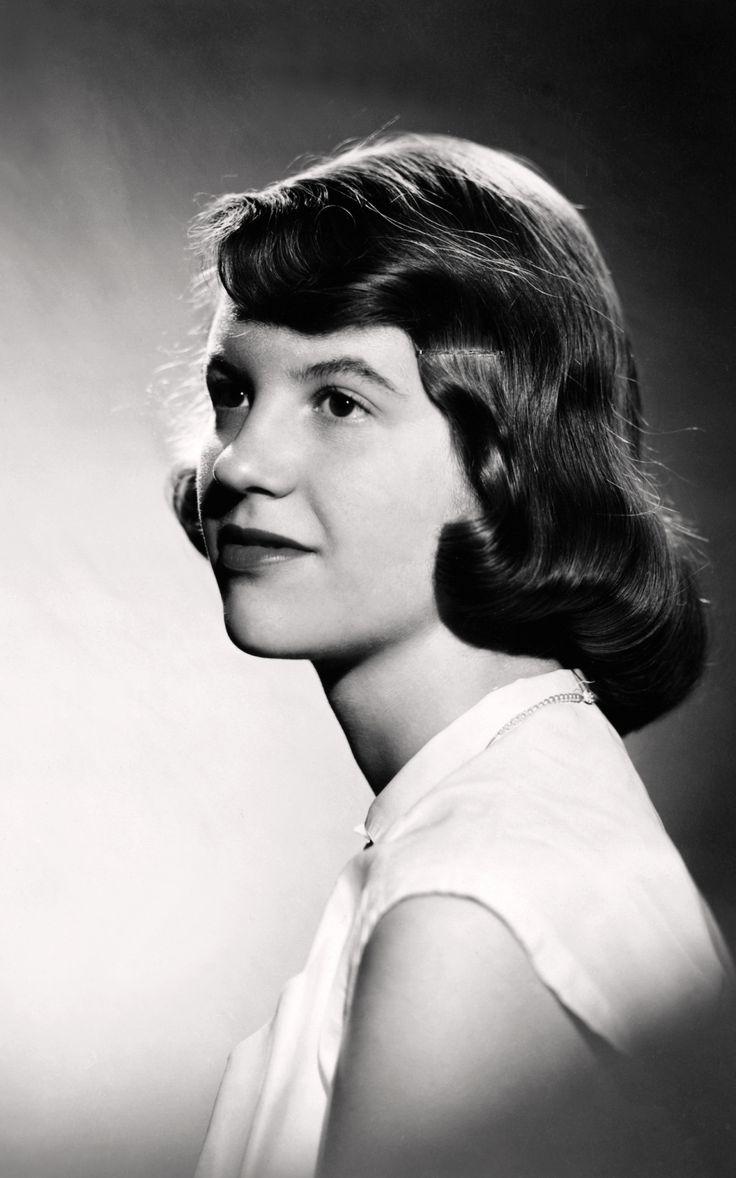 Warren Kay Vantine, studio photograph of Sylvia Plath (1954) (Mortimer Rare Book Collection, Smith College, Northampton, Massachusetts, © Estate of Sylvia Plath)